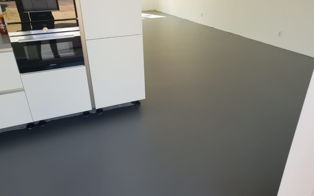 Pu one colour gietvloer in appartement